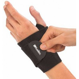 MUELLER WRAPAROUND WRIST SUPPORT